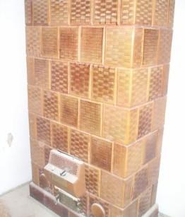 Eladó barna rácsos csempéből készült cserépkályha építéssel 1.