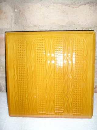 mustársárga tányéros cserépkályha építéssel